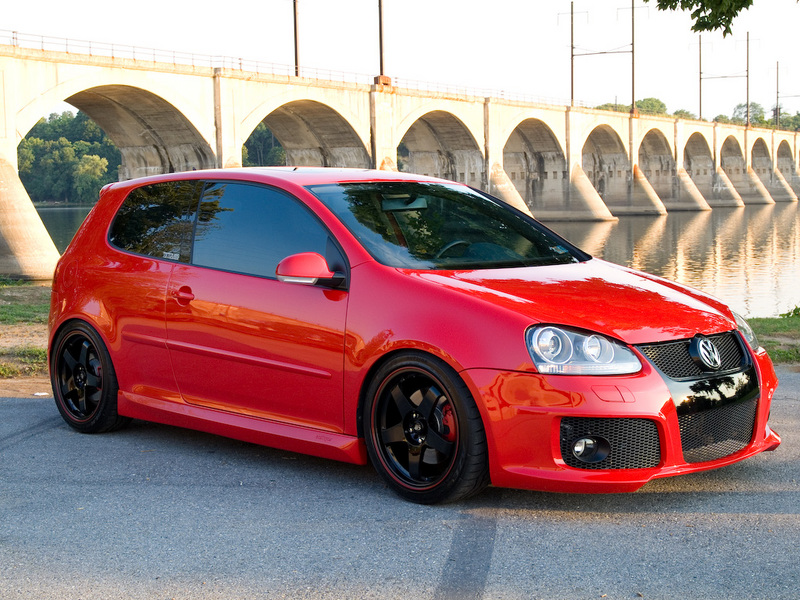 Black Rims With Red Strip Going Around The Outside Vw